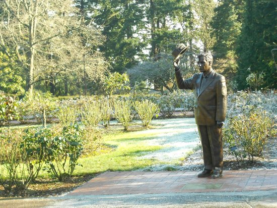 Rose garden statue picture of international rose test for Garden statues portland oregon