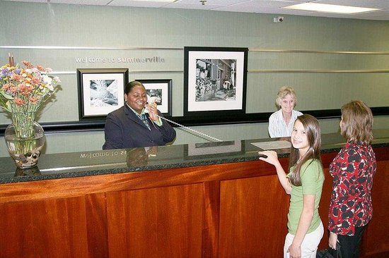 Hampton Inn Summerville: Front Desk
