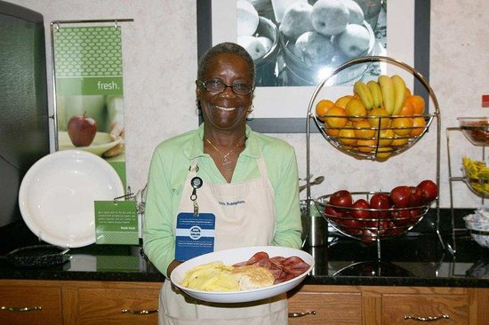 Hampton Inn Summerville: Breakfast Bar and Hostess
