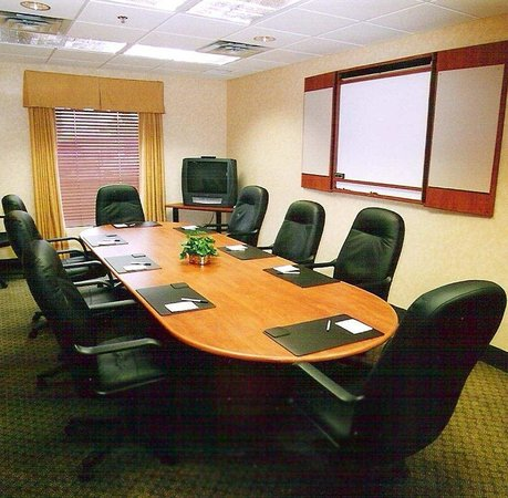 Hampton Inn & Suites by Hilton Windsor: Boardroom