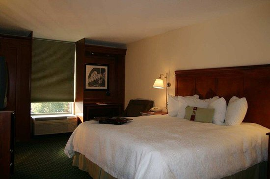 Hampton Inn Athens: Standard King Room