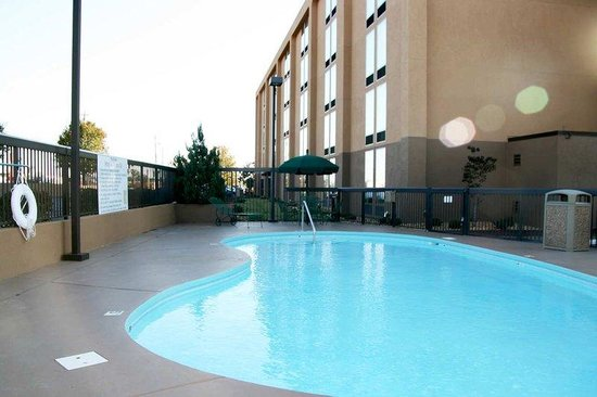 Hampton Inn Athens: Outdoor Pool