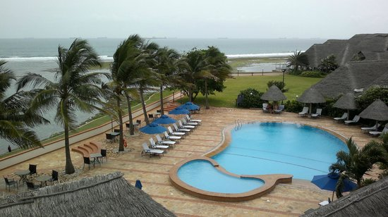 Sea Cliff Hotel pool and garden