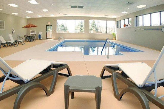 Stevensville, MI: Indoor Heated Pool