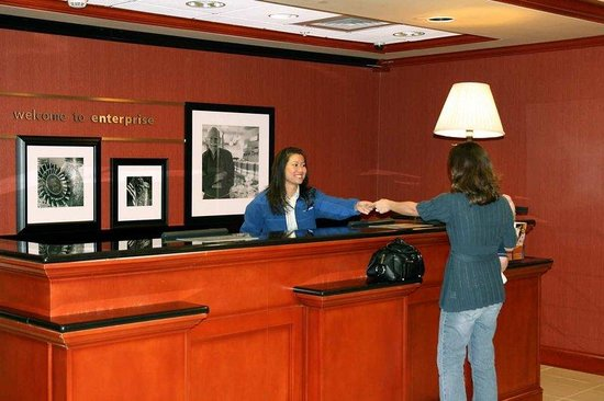 Hampton Inn Enterprise: Front Desk