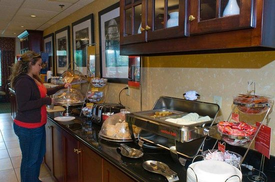 Hampton Inn New Bedford / Fairhaven: Free Breakfast