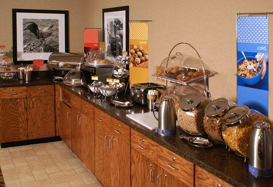 Hampton Inn Ft. Collins: Breakfast Area