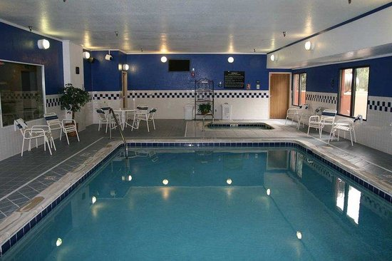 Hampton Inn Ft. Collins: Pool and Jacuzzi