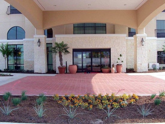 Hampton Inn & Suites Del Rio: Hotel Entrance