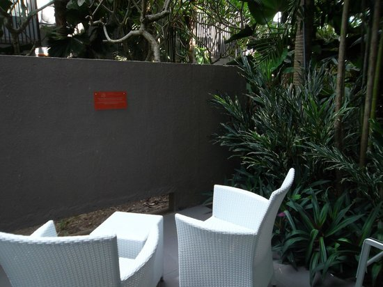 HARRIS Hotel & Residences Sunset Road: A nice Patio surrounding by Lush tropical garden