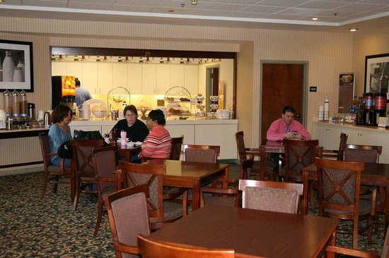 Hampton Inn Elizabeth City: Breakfast Area