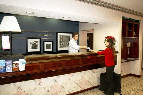 Hampton Inn Weatherford : Front Desk