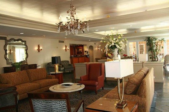 Hampton Inn Garden District - St. Charles Avenue: Newly Renovated Lobby