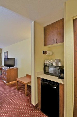 Hampton Inn Anchorage: Micro Fridge and Microwave