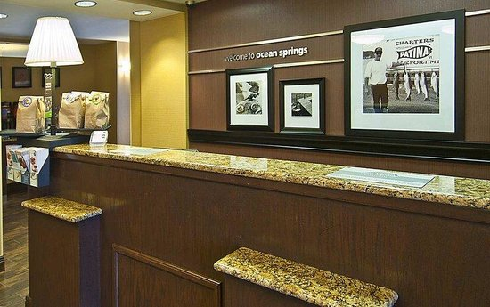Hampton Inn Biloxi / Ocean Springs: Front Desk