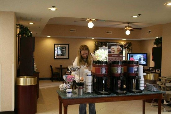 Hampton Inn Carrollton: Coffee Area