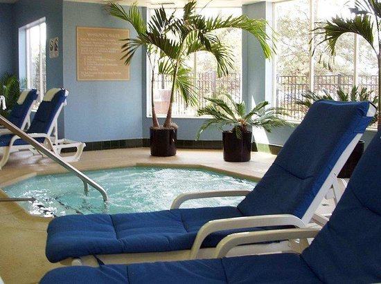 Hampton Inn and Suites Chicago Lincolnshire: Pool Seating
