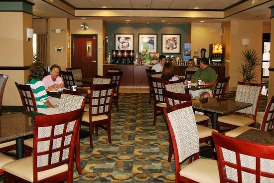 Hampton Inn Midland : Breakfast Dining Area