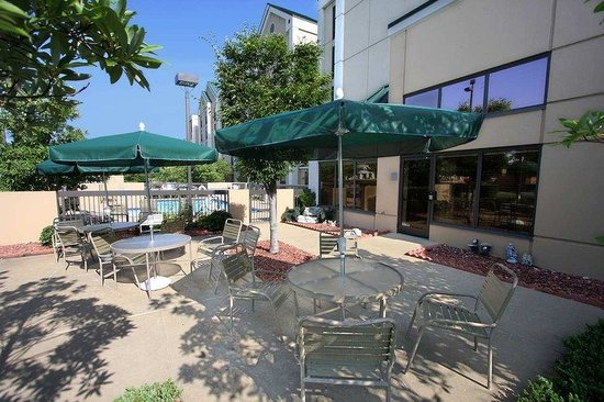 Hampton Inn and Suites Memphis - Wolfchase Galleria: Patio