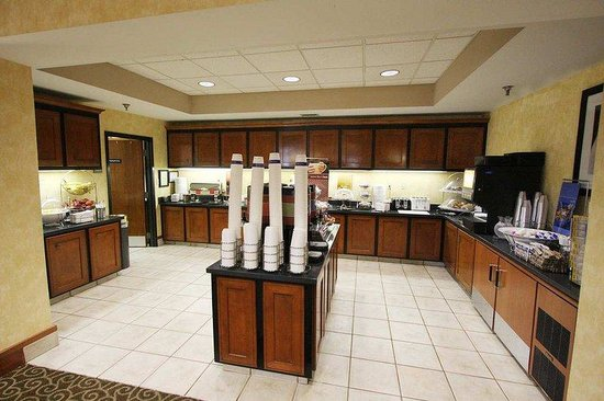 Hampton Inn and Suites Memphis - Wolfchase Galleria: Breakfast Buffet