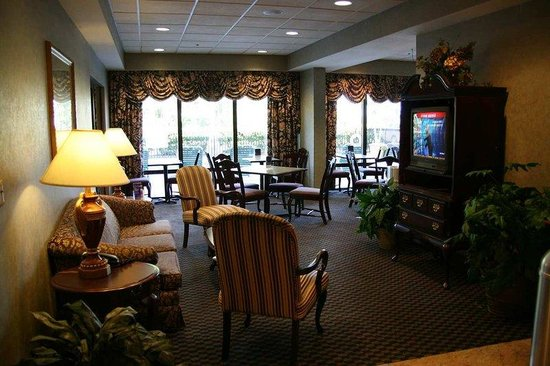 Hampton Inn Mount Dora: Lobby Seating Area