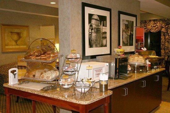 Hampton Inn Mount Dora: Breakfast Buffet