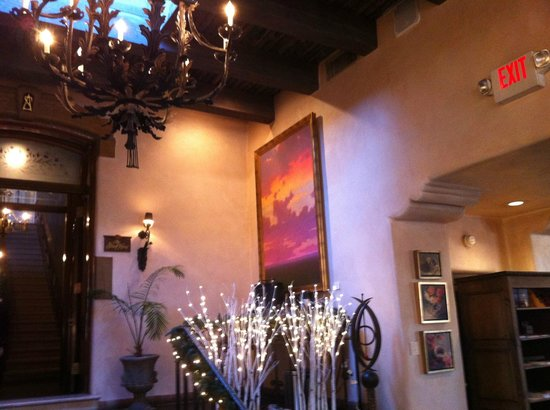 La Posada de Santa Fe Resort &amp; Spa: Lobby - skylights and chandeliers highlight the artwork