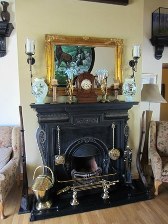 Laragh, Ireland: Fireplace