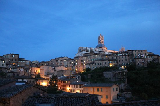 Hotel Alma Domus: View in the evening...amazing!