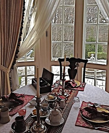 Chester Heights, Pensilvania: Elegant breakfast served at Hamanassett overlooking the terrace