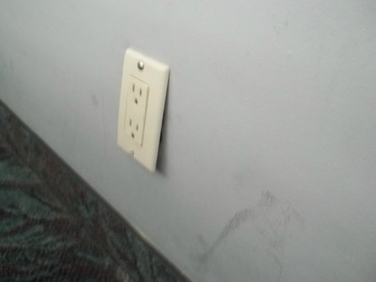 Highland Gardens Hotel: faulty socket