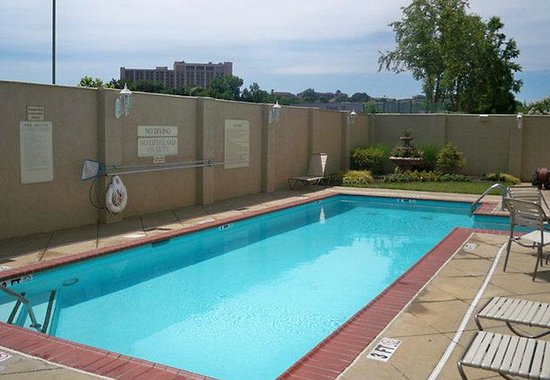 SpringHill Suites Nashville MetroCenter: Outdoor Pool
