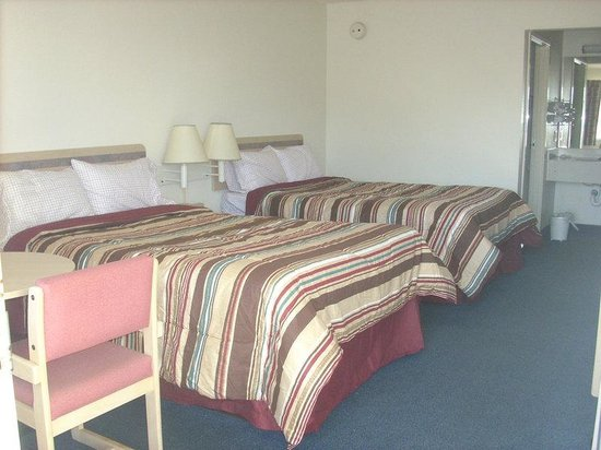 Ardmore, TN: Two Double Beds
