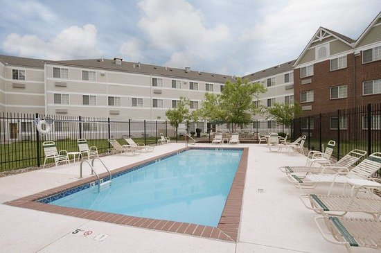 Extended Stay America - Kansas City - Airport - Tiffany Springs: Swimming Pool