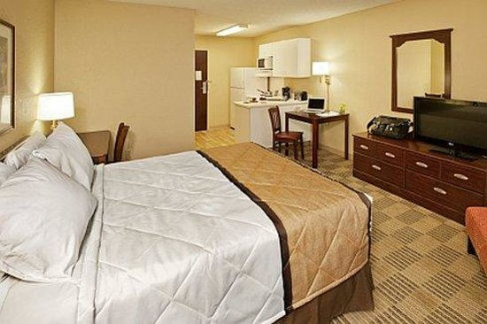 Extended Stay America - Kansas City - Airport - Tiffany Springs: Queen Studio
