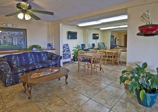 Econo Lodge - Macon / Riverside Dr: lobby