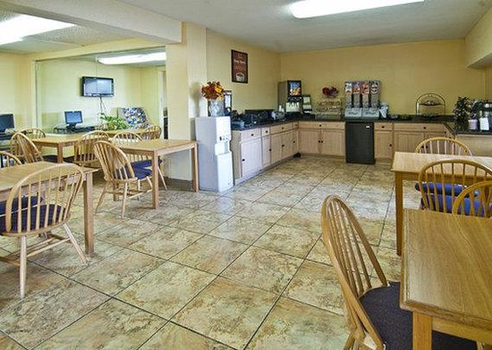 Econo Lodge - Macon / Riverside Dr: breakfast area