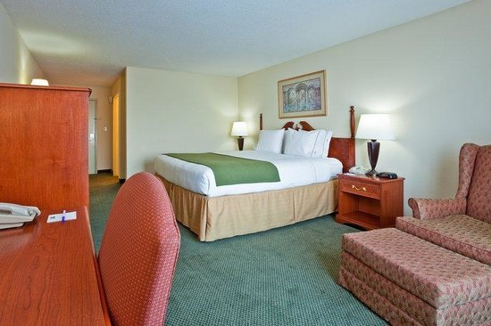 Holiday Inn Express Olive Branch: King Bed Guest Room