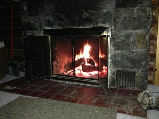 Ray Brook, NY: Fireplace