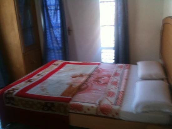 Maruthi Cottages: bed room