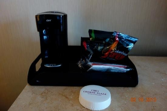 Crowne Plaza Palo Alto: Coffee Pot in the room