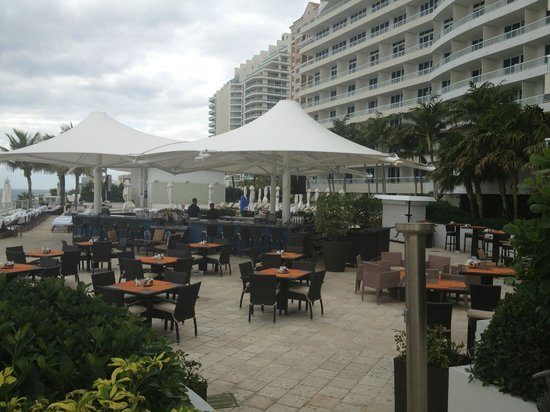 The Ritz Carlton Fort Lauderdale: A view of the 7th floor pool and outdoor restaurant