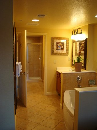Wyndham Bonnet Creek Resort: master bath
