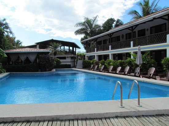Hotel Samara Pacific Lodge:                   pool &amp; rooms