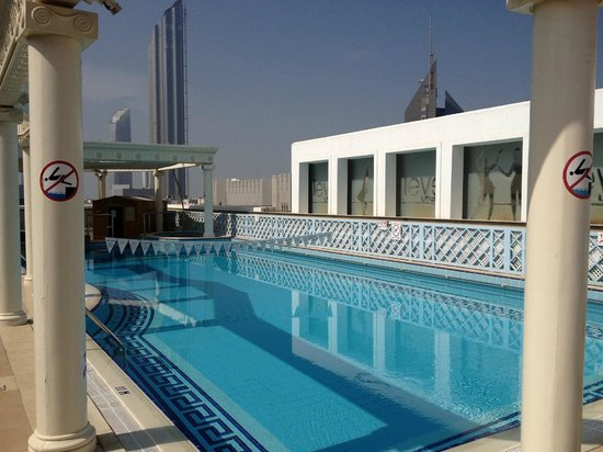 Crowne Plaza Hotel Abu Dhabi: level lounge Pool area