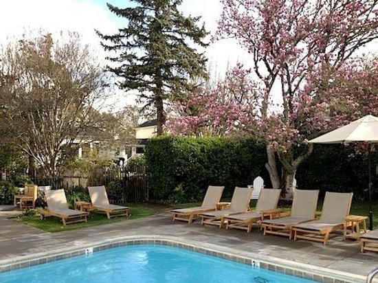 MacArthur Place - Sonoma's Historic Inn & Spa: Relaxing pool area with hot tub