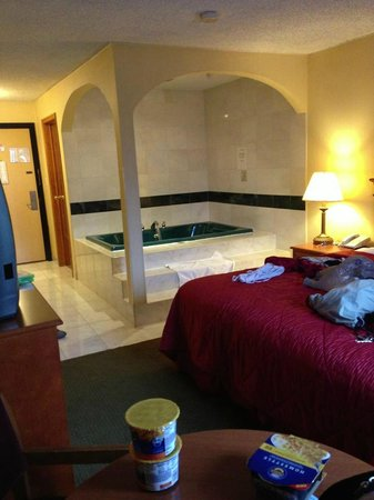 Runnemede, NJ: King room with a jacuzzi