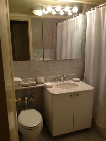 The Lombardy: bathroom