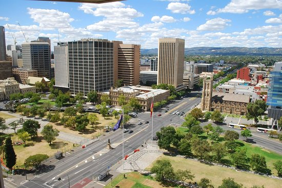 Hilton Adelaide: Views over the city from 17th floor corner room