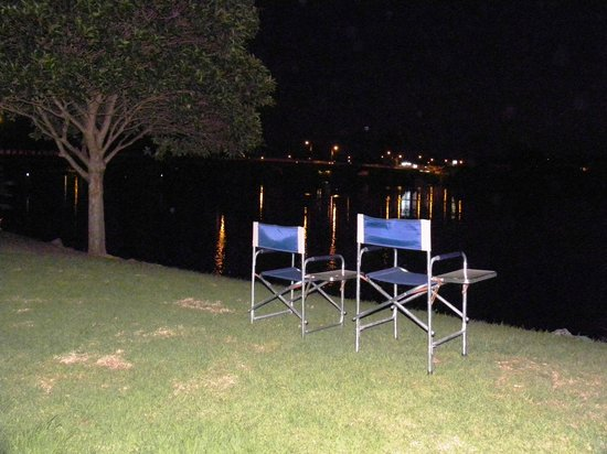 Riverbreeze Tourist Park: Moruya and the bridge at night
